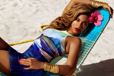 Beyonce-As-Mrs-Carter-in-HM-4