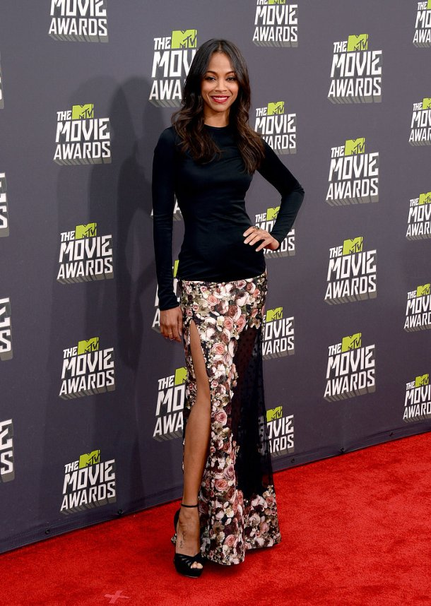 Zoe Saldana looked amazing in a thigh high slit skirt.