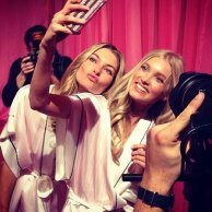 Who doesnt love a supermodel selfie