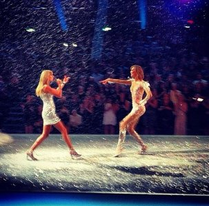 Karlie and Taylor share a runway moment